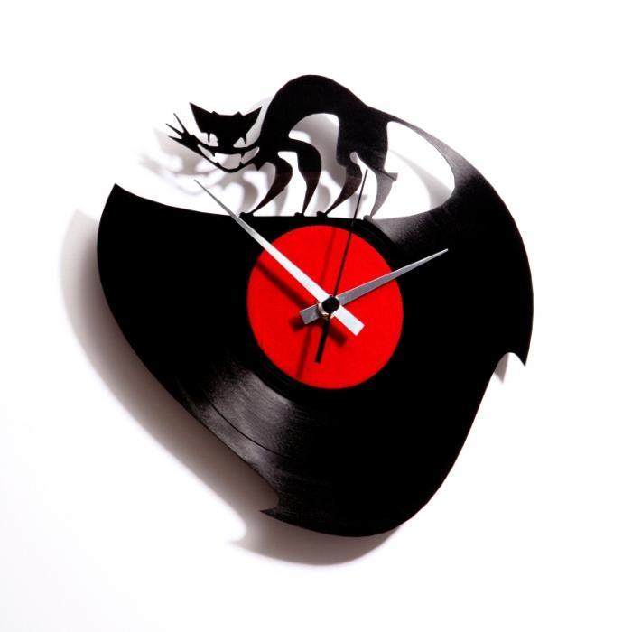 Nástěnné hodiny CURIOSITY KILLED THE CAT - Discoclock
