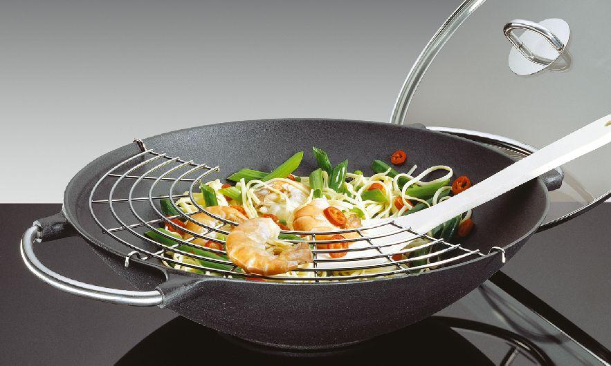 Litinová wok pánev se skleněnou poklicí PREMIUM 36 cm - Küchenprofi